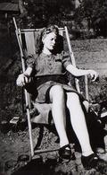 Photo Originale Sieste & Farniente Pour Pin-up Sexy Sur Transat Vers 1950 - Pin-Ups