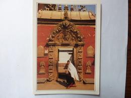 NEPAL - Bhadgaon - La Porte Dorée Du Palais Royal - Nepal
