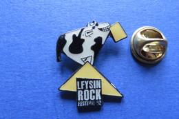 Pin's, Animaux, Vache, Taureau, Veau, Boeuf, LEYSIN ROCK FESTIVAL, Kuh, Kalb, Rind, - Animals