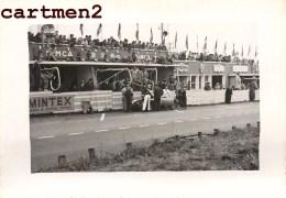 LES 24 HEURES DU MANS RAVITAILLEMENT DE LA SIMCA DE MOUZON 1951 COURSE AUTOMOBILES VOITURE CAR AUTO STAND - Cars