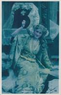 MISS PHYLLIS DARE HOLDING FAN - Teatro