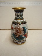 CM. 2. Petit Vase En Laiton à Cloisonnages - Cuivres