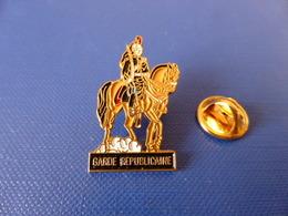 Pin's Gendarmerie - Garde Républicaine à Cheval (KA18) - Army