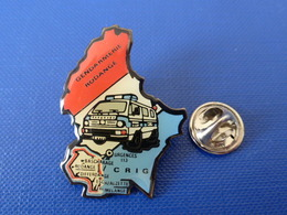 Pin's Gendarmerie Luxembourg - Rodange Crig Urgence 113 - Camion Fourgon (KA33) - Army