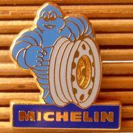 Rare, Joli Pin's Michelin, Signé Fraisse, Essai De Couleurs, Très Belle Qualité. - Badges