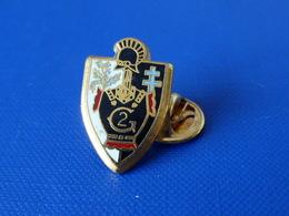 Pin's Militaire - Bataillon Escadron Du Génie - 2 - Croix De Lorraine Chardon - Zamac Ballard (LB8) - Army