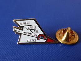 Pin's Militaire - Armée De L'air - Bureau Information Alsace - Avion De Chasse (LB13) - Army