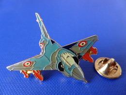 Pin's Militaire - Armée De L'air - Mirage 2000 Dassault - Avion De Chasse (Q28) - Airplanes