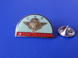 Pin's Militaire - Armée De L'air - UNP Bassin De Briey - Union Nationale Des Parachutistes Para Parachute (LB21) - Army