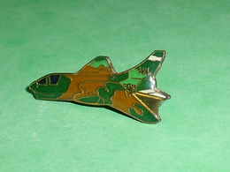 Pin's / Avions  : Chasseur WA   TB2V - Airplanes