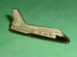 Pin's / Avions  : Fusée , Navette Challenger 28 Janvier 1986  TB2V - Luftfahrt