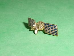 Pin's / Avions  : Satélite  TB2V - Airplanes