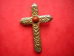 CROIX EN PENDENTIF RELIGIEUSE AVEC DES EMAUX - Religione & Esoterismo