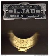 2 Plaques De Vélo : Cycles - Motos L. Jau, Bedoin / Bedouin ( Vaucluse ) - Cyclisme