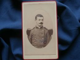 CDV Photo Anonyme - Portrait  Militaire Du 57e D'infanterie à L'élégante Moustache L348 - Photos