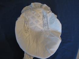37 - Bonnet  Ancien, Brodé - 1900-1940