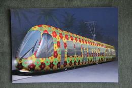 Ligne 2 Du Tramway De MONTPELLIER, Livrée Fleurie Aux Coloris Ensoleillés Crée Par Elisabeth Garouste Et Mattia Bonetti. - Strassenbahnen