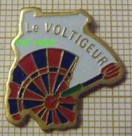 LE VOLTIGEUR  FLECHETTES DARTS FLECHETTE CIBLE - Badges