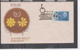INDE - Handicap - Année Internationale Des Personnes Handicapées : Fraternité Entre Un Garçon Et Un Handicapé - FDC