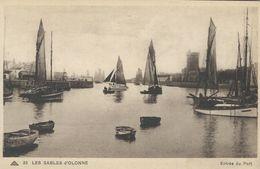 Old Boats In  Port - Les Sables D`Olonne.   France.  S-4151 - Ships