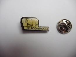 Beau Pin's , BTP , Batiment Travaux Publics , Les Paveurs De Montrouge , Villejuif - Badges