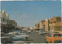 Parkes: FORD FAIRMONT ?, OLDTIMER CARS - Claranda Street And Shopping Centre, 'Woolworth' - (N.S.W., Australia) - Voitures De Tourisme
