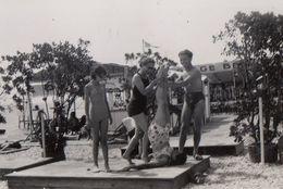 Photo Vacance à La Plage Homme Femme En Maillot De Bain Beach Holliday Repro Foto 7 - Reproductions