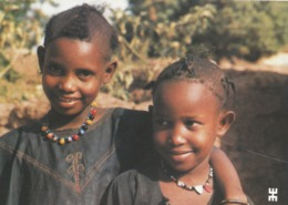 BURKINA FASO - OUAGADOUGOU - Fillettes Gargasa-bé Exilées Mais Souriantes ............................... - Burkina Faso