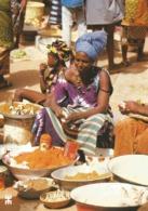 """BURKINA FASO - BANFORA - Au Marché, Le Coin Des """"condiments"""", Tomates, Piment, Sumbala, Sel Et Autres épices. - Burkina Faso"""