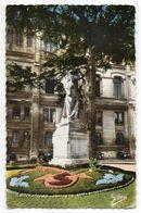 ANGOULEME--Dans Le Square De L'Hotel De Ville--Statue De Marguerite De Valois  (fleurs) - Angouleme