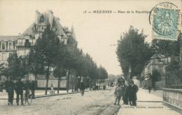 08 CHARLEVILLE / Place De La République / - Charleville