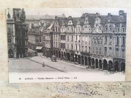 62 - CPA Animée ARRAS - Vieilles Maisons - Petite Place (LL - 97) - Arras