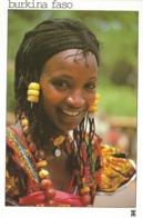 BURKINA FASO - Jeune Femme Peulh, Ses Bijoux D'or, D'ambre Et D'agathe Rehaussent Sa Beauté - FEMME - FILLE - AFRICAINE - Burkina Faso
