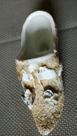 PETIT SOULIER Miniatiure 10cm En PORCELAINE - Décor Fleurs Relief (accidenté) 11cmx4cm - Cerámica Y Alfarerías