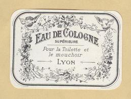 Etiquette Parfum Eau De Cologne Supérieure Pour La Toilette Et Le Mouchoir Hirondelle LYON 5,4 Cm X 7,6 Cm  Superbe.Etat - Labels