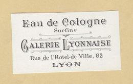 Etiquette Parfum Eau De Cologne Surfine Galerie Lyonnaise LYON 3,5 Cm X 6,2 Cm En Superbe.Etat - Labels