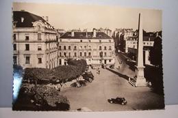 CHALON-sur-SAONE   ---    La Place De L'Obélisque Et La Poste     - ( Pas De Reflet Sur L'original ) - Chalon Sur Saone