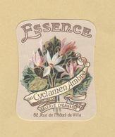 Etiquette Parfum Essence Au Cyclamen Ambré .... Galerie Lyonnaise LYON - 3,4 Cm X 4,3 Cm En Superbe.Etat - Labels