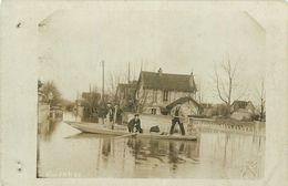 78-Villennes Sur Seine : Carte Photo 1910 Villas Inondées Avec Hommes Dans Barques - Villennes-sur-Seine