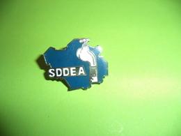 Pin's SDDEA , Aube - Pin's & Anstecknadeln