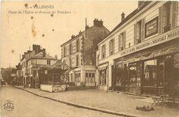 78-Villennes Sur Seine : Place De L'Eglise Et Avenue Du Président ( Vue Sur Le Restau Sophora, Nouveaux Magasins, Pub LU - Villennes-sur-Seine