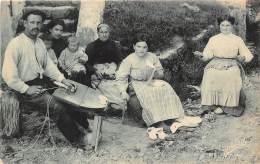 64 - PYRENEES ATLANTIQUES / 64689 - Cambo - Famille De Sandaliers - Autres Communes