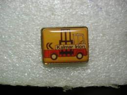 Pin's Chariot Latéral élévateur De Marque Kalmar Irion - Badges