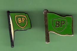 BP *** DRAPEAU N°2 *** Lot De 2 Pin's Differents *** A032 - Fuels