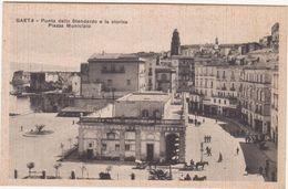 M338 GAETA LATINA PUNTA DELLO STENDARDO E PIAZZA MUNICIPIO ANIMATA  1920 CIRCA - Latina
