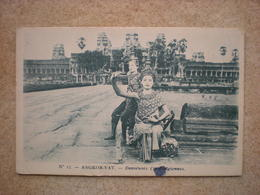 1 CPA  CAMBODGE Angkor Vat DANSEUSES CAMBODGIENNES - Cambodge