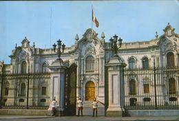 Peru - Postcard Written - Lima - Main Entrance Of Government Palace - 2/scans - Peru