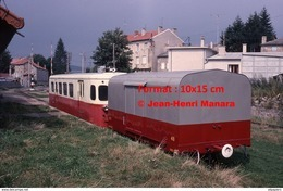 Reproduction D'une Photographie D'un Train CFD Avec Un Wagon Tence-Dunières à Vivarais-Velay En 1975 - Repro's