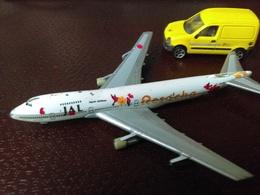"""Avion JAPAN AIRLINES     JA8 186  Et Voiture De La POSTE JAUNE KANGOO """"Majorette""""19981/57° - Airplanes & Helicopters"""
