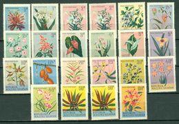 Indonesië Moluku Selatan Flowers  22 Stamps **  MNH - Indonesia